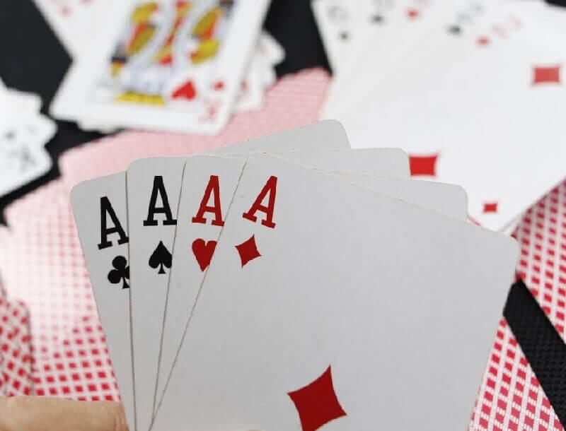 Game đánh bài sâm lốc – trải nghiệm thú vị với những lá bài Tây
